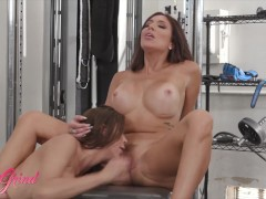 Girl Grind – Milf Alexis Fawx eats out younger women