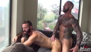 Gay plumbing Hot muscle daddy feeds hungry bottom with his big cock