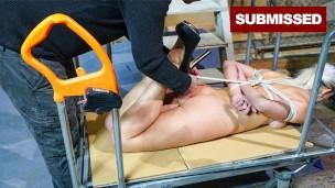 Парень привязывает к стене девок и пытает вибратором, порно видео бдсм насилие