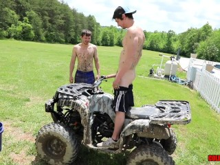 Country boys gettin down and DIRTY on a 4-wheeler BAREBACK
