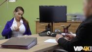 Nice escort agency Vip4k. une jeune fille sans emploi vient dans une agence de prêt et se salit
