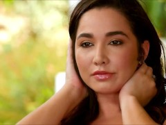 Watch Karlee Grey As She Gets Nude And Exhibit How She Plays Herself To Get Satisfied