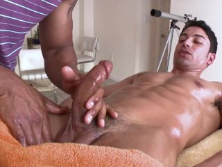 GAYWIRE – Sexy Stud Giovanni Gets Sexual Massage From Robert Axel