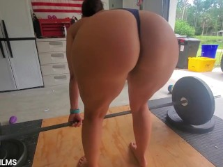 Fit milf in the gym showing the whole neighborhood her naked workout.