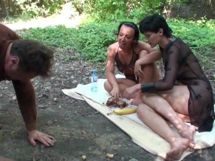 slave get public humiliated with feeding
