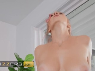 Brazzers – Busty tattoed Clumsiest Girl Kendra Sunderland is a big stuck with ass out and floppy tits shacking