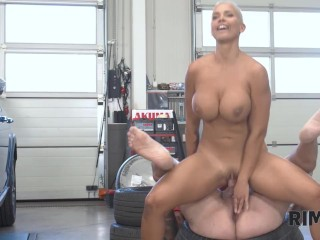 Rim4k. Man Cant Resist Hot Mom And Allows Her To Eat Big Ass