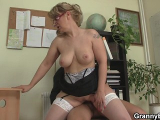 Old secretary loves sex with the boss