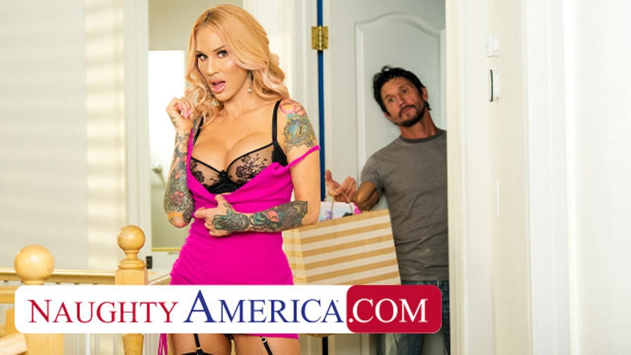 Naughty America - Sarah Jessie teaches man a lesson