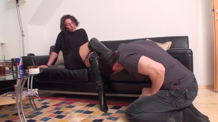 jeanette want him worship her boots