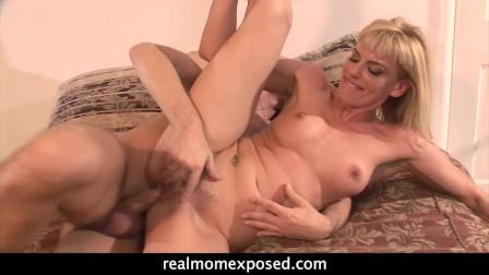 Hot and Horny Mom Darryl Hanah Gets Both her Holes Slammed