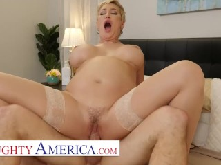 Naughty America – Ryan Keely Gives It To Her Newly Arrived Fitting Room Renter