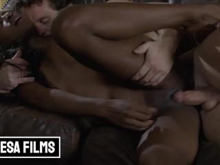 Bellesa – Amari Anne & Robby Echo Turn A Movie Night Into A Romantic Sexual Experience