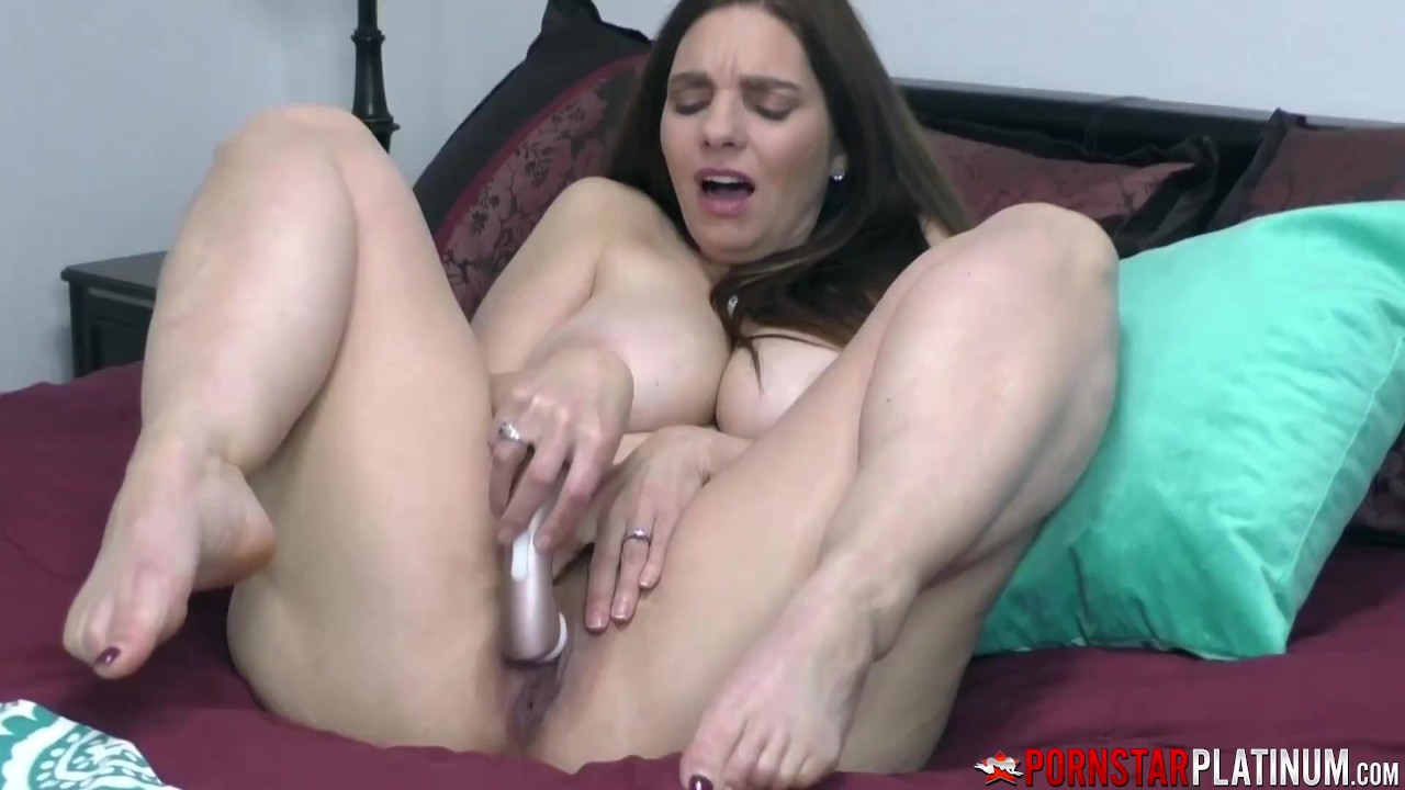 Naughty Busty Cougar Pussy Plays Solo