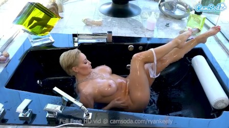 Big Boobs Babe plays with herself in the tub